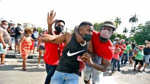 Los detenidos en Cuba ascienden a 450
