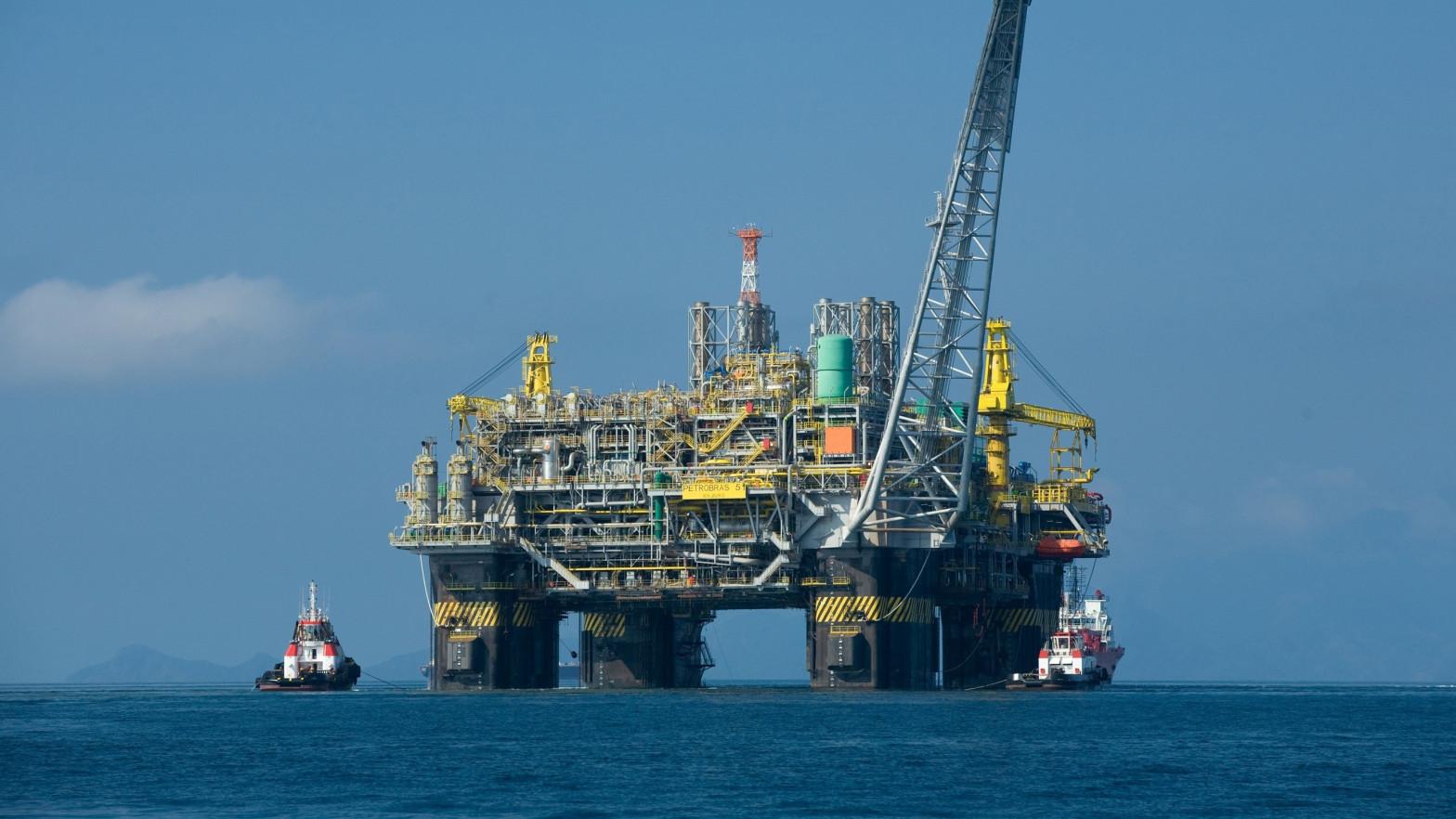 El petróleo baja casi un 1% tras el acuerdo de la OPEP+ para incrementar la producción
