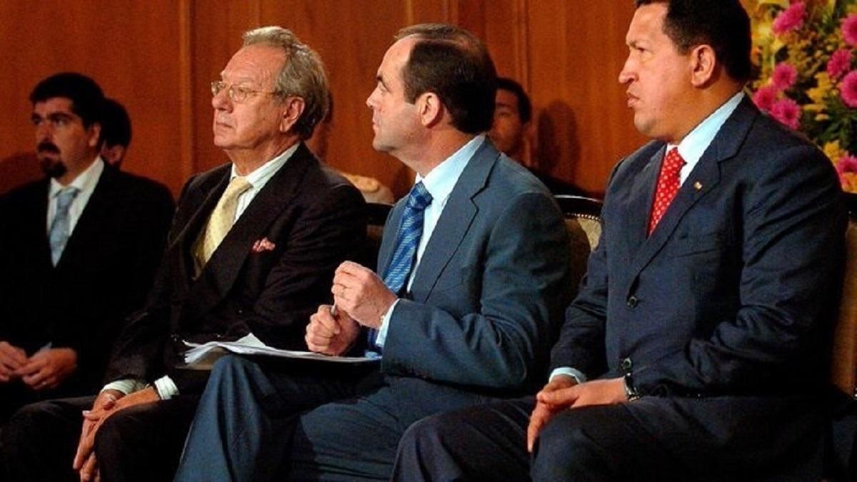 El juez reactiva el caso 'Morodo' citando al ex embajador en Venezuela y a 20 personas más