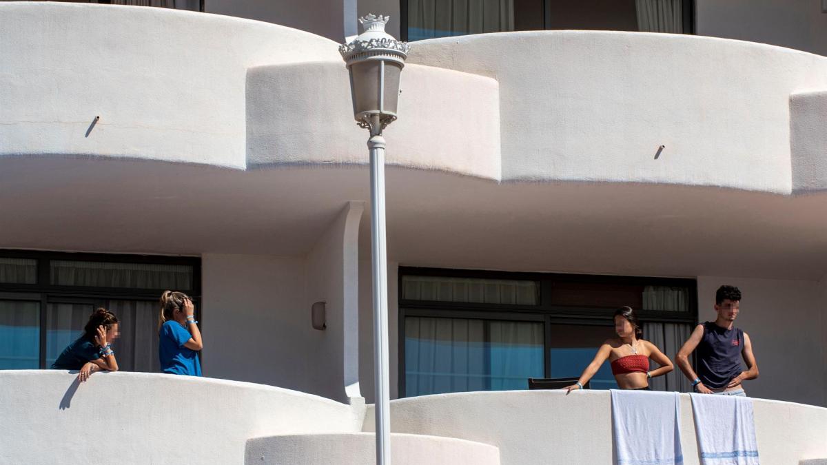 La directora general de Salud Pública, citada como investigada por el confinamiento de los jóvenes en Mallorca