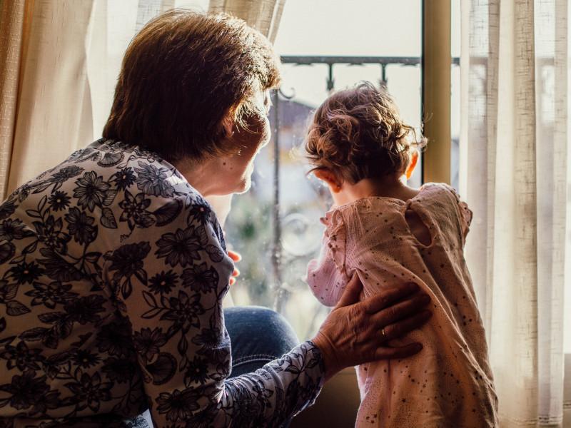 Un millón de niños perdió por la covid a un padre o un abuelo que les cuidaba