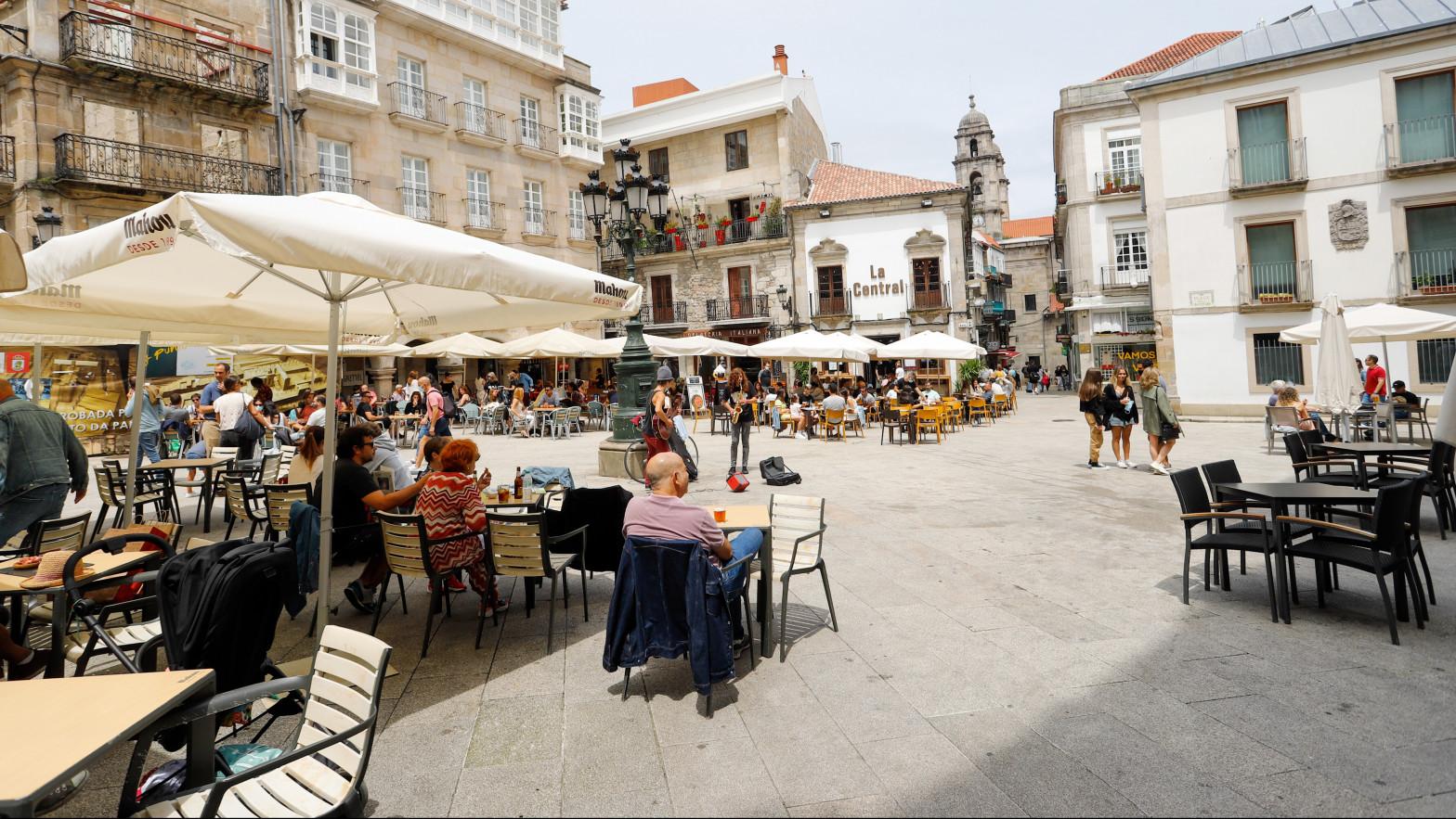 Galicia limita las reuniones a seis personas en interior y a 10 en exterior