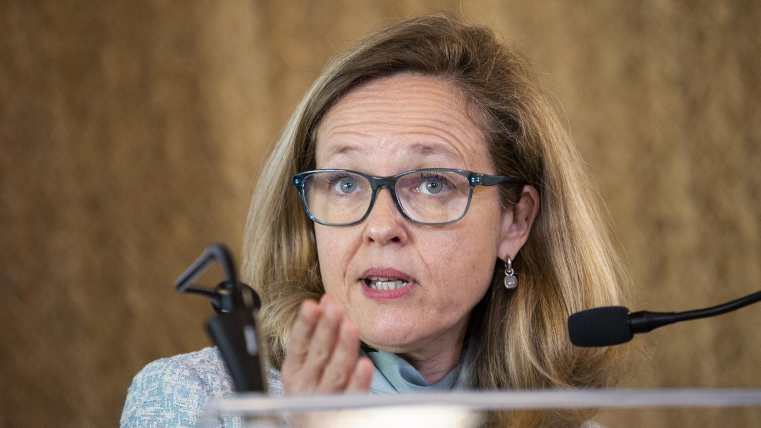 Calviño defiende la prudencia y responsabilidad del Gobierno en el caso Plus Ultra