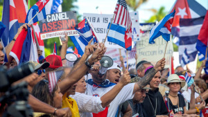 Condenan a prisión a doce cubanos sin defensa ni abogado en un juicio sumario