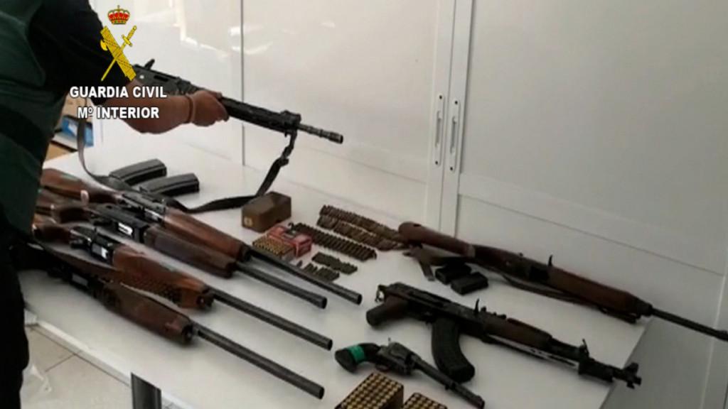 La Guardia Civil desmantela en Málaga una red de narcotraficantes que poseía armas de guerra