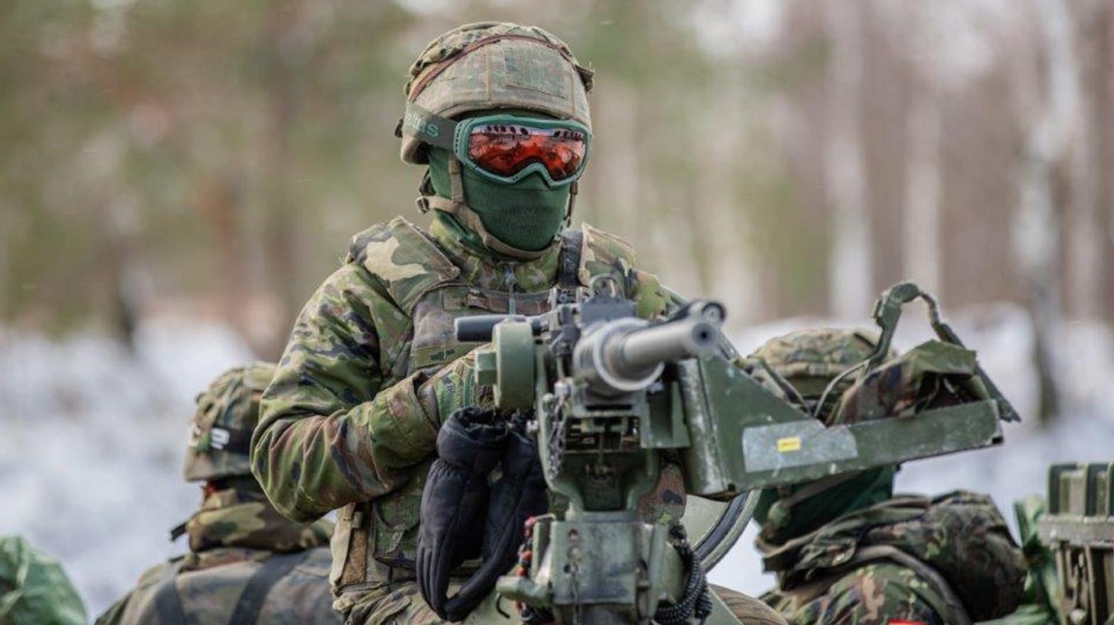 Militar español en su despliegue en Letonia, en la frontera con Rusia
