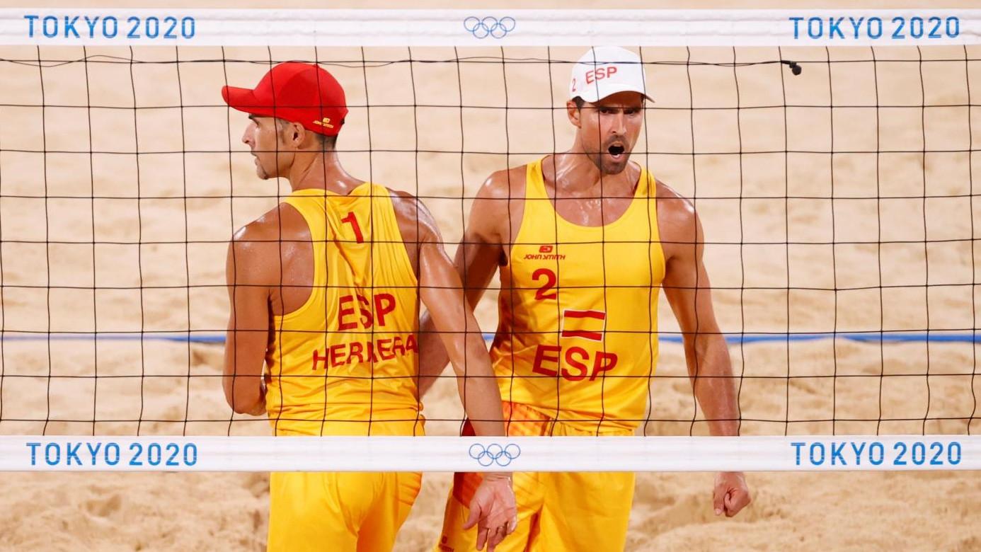 La pareja de vóley playa Herrera-Gavira gana contra los australianos y continúa en Tokio
