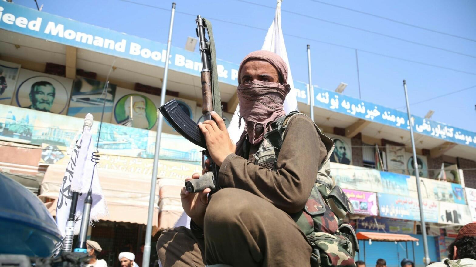 Talibán en los coches de choque